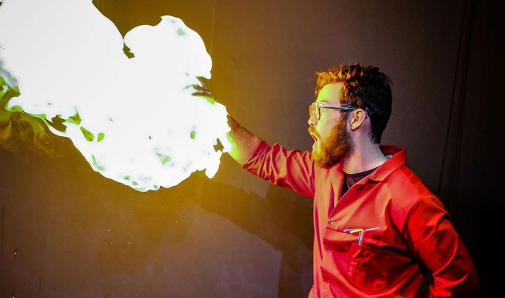 Illustrasjonsfoto. Bilde av flamme-eksperiment.